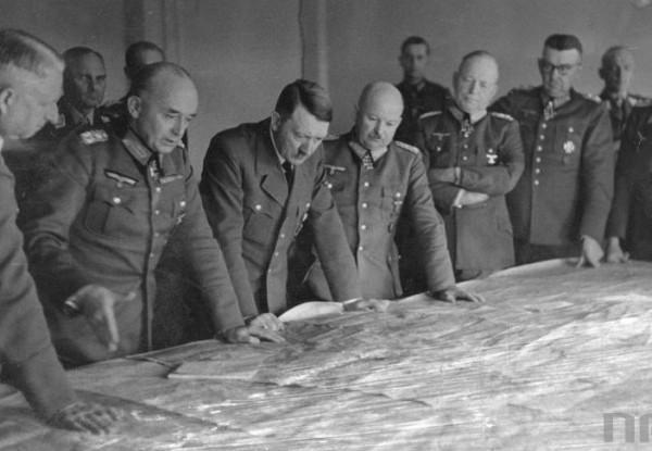 Hitler ve kurmayları